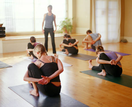 Bizeebee Yoga Studio Owner Teaching Class Bizeebee Memberships Made Simple